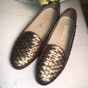 Trotters gold loafers 7.5M